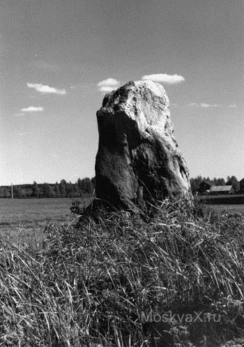 Памятник Скала с колотыми гранями Бежецк подбор памятников Козельск