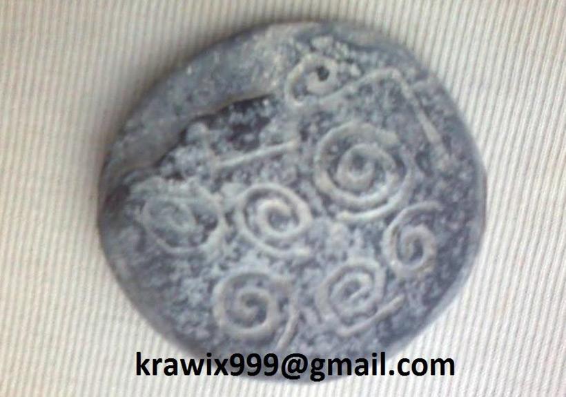 Камень со спиралями, найденный в саркофаге